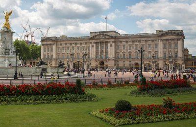 Istana Buckingham buat pameran koleksi cinderamata milik Ratu Elizabeth II