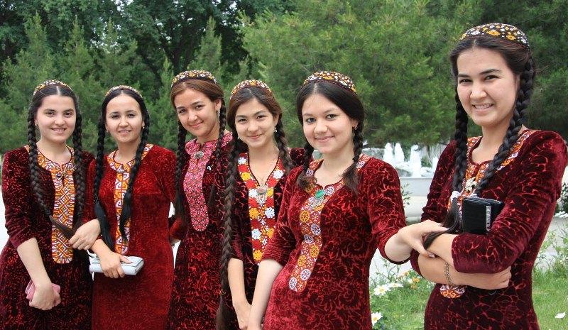 wanita wanita cantik asal suku uighur tiongkok