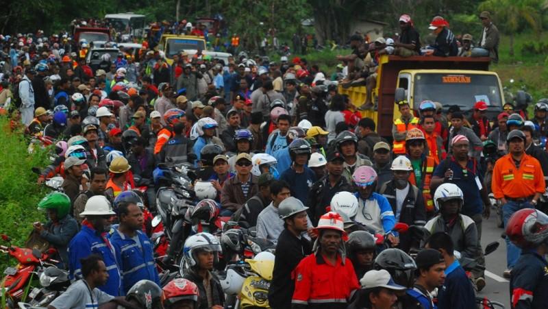 Ribuan Karyawan Freeport Blokade Jalan Timika-Tembagapura ...
