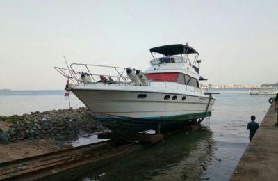 KM Munirah yang menabrak karang di kepulauan Pramuka. (foto: tat)
