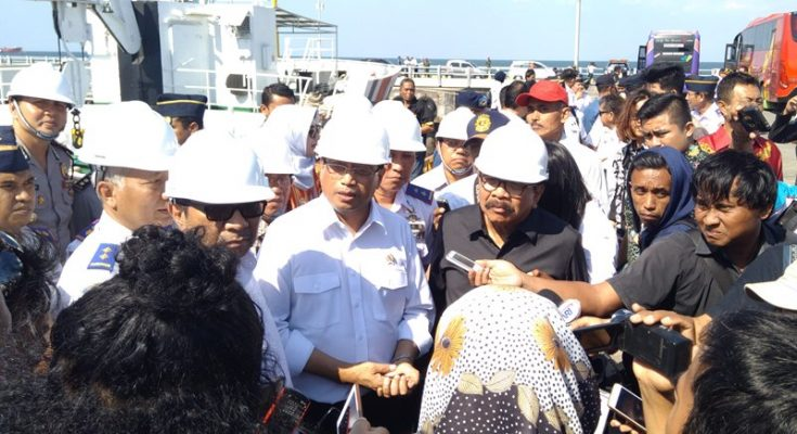 Menteri Perhubungan Budi Karya ketika mengadakan kunjungan ke Pelabuhan Probolingo. (foto: iko)