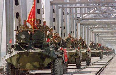 Tank Rusia memasuki Afghanistan. Sejarah mencatat Rusia dikalahkan oleh Mujahidin Taliban