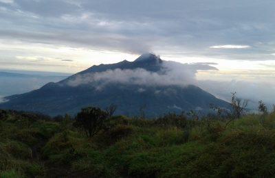 Gunung Merbabu di Jawa Tengah yang masih menyimpan hal-hal gaib. (foto: ecleciaalphakhairi)