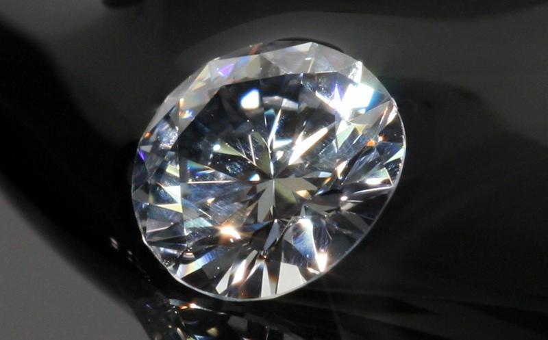 Batu berlian yang sudah diasah, menjadi barang yang mahal harganya. (foto: ackroydandharvey