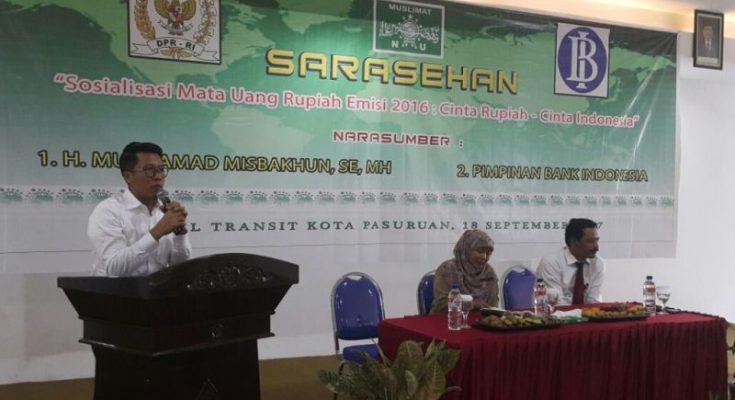 Misbakhun menjadi nara sumber dalam sarasehan mata uang emisi 2016 yang di gelar Muslimat NU Kota Pasuruan. (foto : abd)