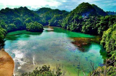 Keindahan pantai di Pulau Sempu. (foto: indosiana)
