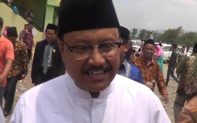 Saifullah Yusuf (Gus Ipul) saat berkunjung ke Ponpes Nurul Jadid Paiton, Kabupaen Probolinggo Jawa Timur.(foto: dic)