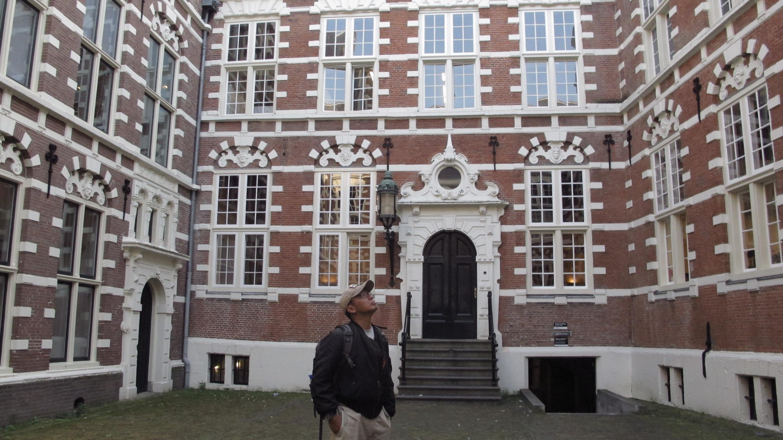 Markas VOC Gedung ini adalah bangunan pertama yang dibangun khusus untuk VOC. Selain pertemuan, awak kapal juga diselamatkan dan arsip dan peta VOC disimpan. (foto: Hendrata Yudha)
