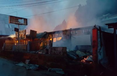 Puing Ruko dan Rumah Warga Di Hamadi Kota Jayapura Akibat Kebakaran Yang Terjadi Rabu 11/10. (foto : riy)