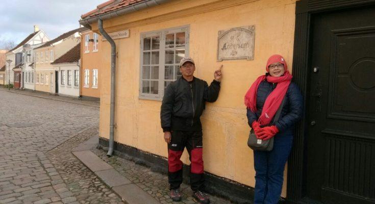 Pada 1930 pemerintah dan masyarakat Denmark menyulap kompleks perumahan kumuh itu menjadi museum HC Andersen Hus dan menyisahkan rumah sang pengarang yang mungil dalam bentuk semula. (foto-foto: HendrataYudha)