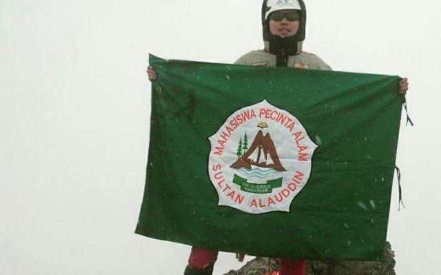 Imran Rosyadi mahasiswa dalam Tim Ekspedisi Bhinneka Tunggal Ika yang sukses mencapai Carstensz Pyramid
