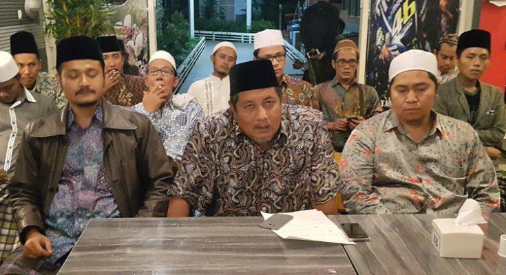 Berkumpulnya Kiai Kampung untuk siap mendukung pasangan Gus Ipul dan Anas dalam Pilgub Jatim 2018 mendatang.(foto: abd)