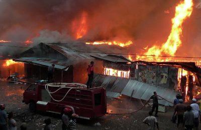 Ratusan Kios Terbakar di Serui Kabupaten Kepulauan Yapen Papua. (Foto : riy)