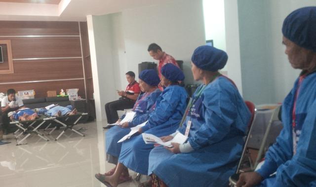 sebanyak 201  orang warga miskin Situbondo yang  menjalani operasi katarak.(foto:fat)