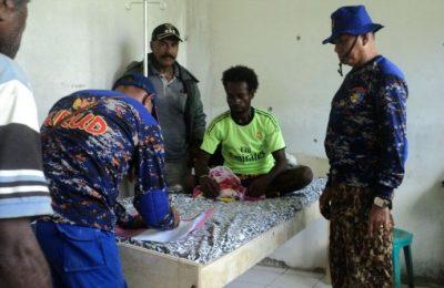 Korban selamat saat mendapat perawatan intensif di RSUD Yapen.(foto :riy)