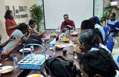 Fathurahman, Kepala Divisi IV PT. Waskita Karya menggelar konferensi pers di hotel Bromo View Probolinggo Jawa Timur. Dan suasana lokasi tol Paspro yang ambruk di Pasruan.(foto: dic)