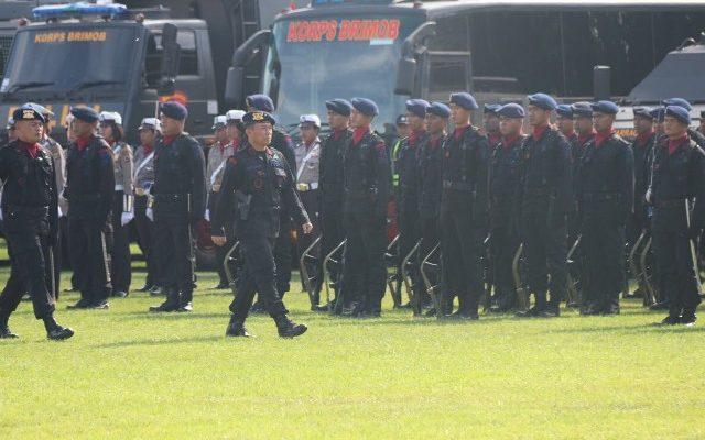 Wakapolda Papua, Brigjend Pol Agus Rianto  menjadi irup dalam upacara HUT Brimob Ke 72 yang Berlangsung  di lapangan brimob Kotaraja, Jayapura. (foto : riy)