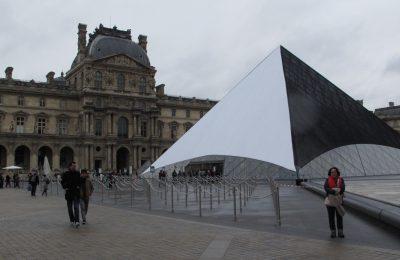 Istana Louvre (Palais du Louvre) awalnya merupakan benteng yang dibangun pada abad ke-12 di bawah pemerintahan Philip II. (foto-foto: Hendrata Yudha)