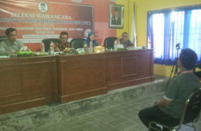 Pelaksanaan tes wawancara PPK di Kantor KPU Situbondo  (foto:fat)