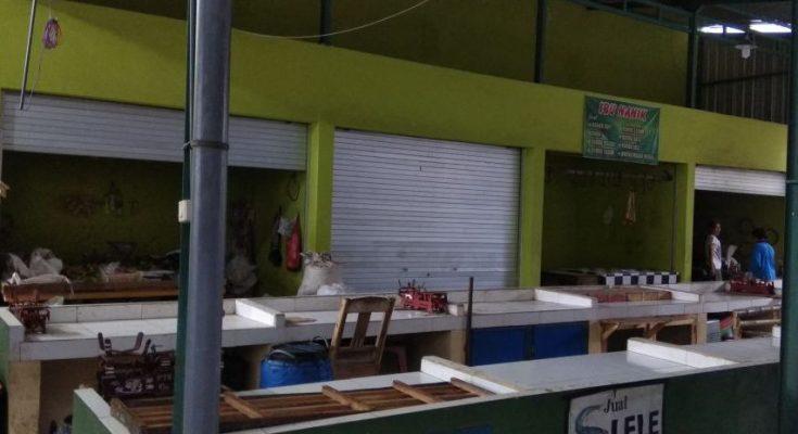 Kios pasar daging diPasar Panarukan, Situbondo. (foto:fat)