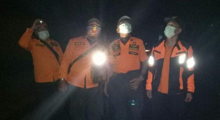 BPBD Karangasem menjemput warga di Kawasan Rawan Bencana III, pasca letusan gunung agung. (Foto:ist)