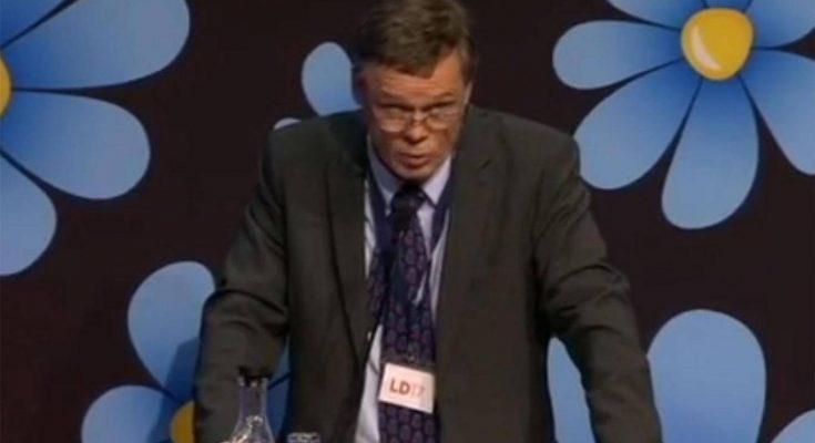 """Martin Strid, anggota sayap kanan Demokrat Swedia, memicu kontroversi tersebut saat ia menempatkan kelompok Islam dalam skala """"0 sampai 100"""" saat berbicara di sebuah konferensi nasional partai."""