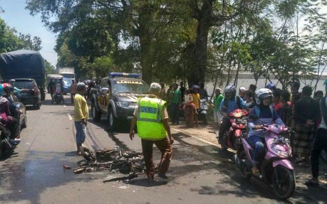 Kondisi motor korban meninggal yang hagus terbakar usai kecelakaan.(Foto: Dic