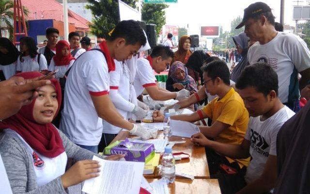 Dinas Kesehatan (Dinkes) Kabupaten  Situbondo, Minggu (3/12) menggelar kegiatan sosial, tes AIDS gratits. (foto:fat)