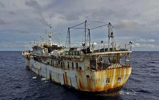 Kapal Fu Yuan Yu 831 berbendera Timor Leste yang ditangkap Kapal Pengawas Hiu Macan 03 di Laut Timor, Nusa Tenggara Timur (29/11)/ KKP