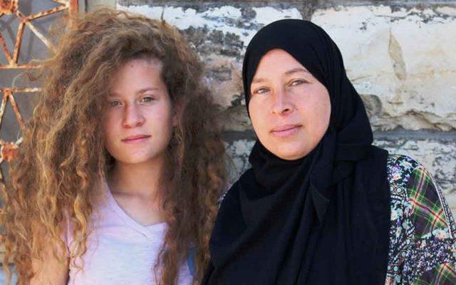 Ahed Tamimi, seorang aktivis Palestina berusia 16 tahun (kiri) ditangkap 30 orang tentara IDF Israel/ ist