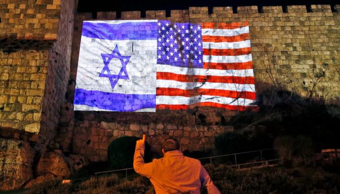 Bendera AS dan bendera Israel di Yerusalem. (foto. Istimewa)
