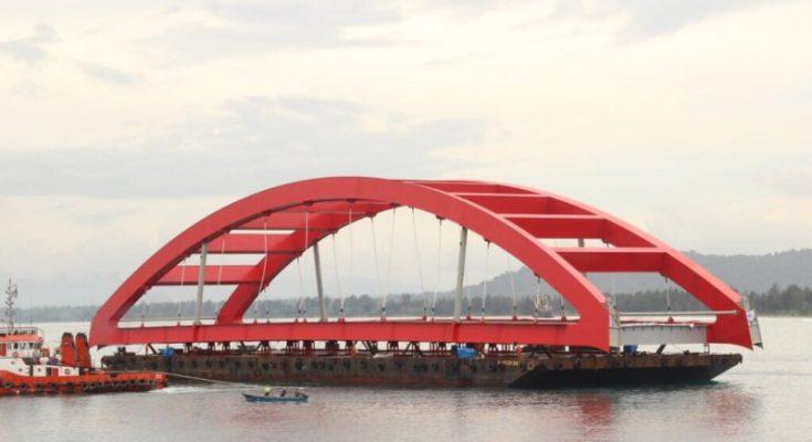 Bentang Jembatan Terbesar saat Tiba Di Teluk Holtekam Jayapura. ( foto : riy )