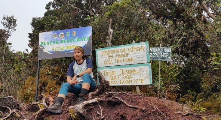 Ipey di Puncak Gunung Bukit Raya.