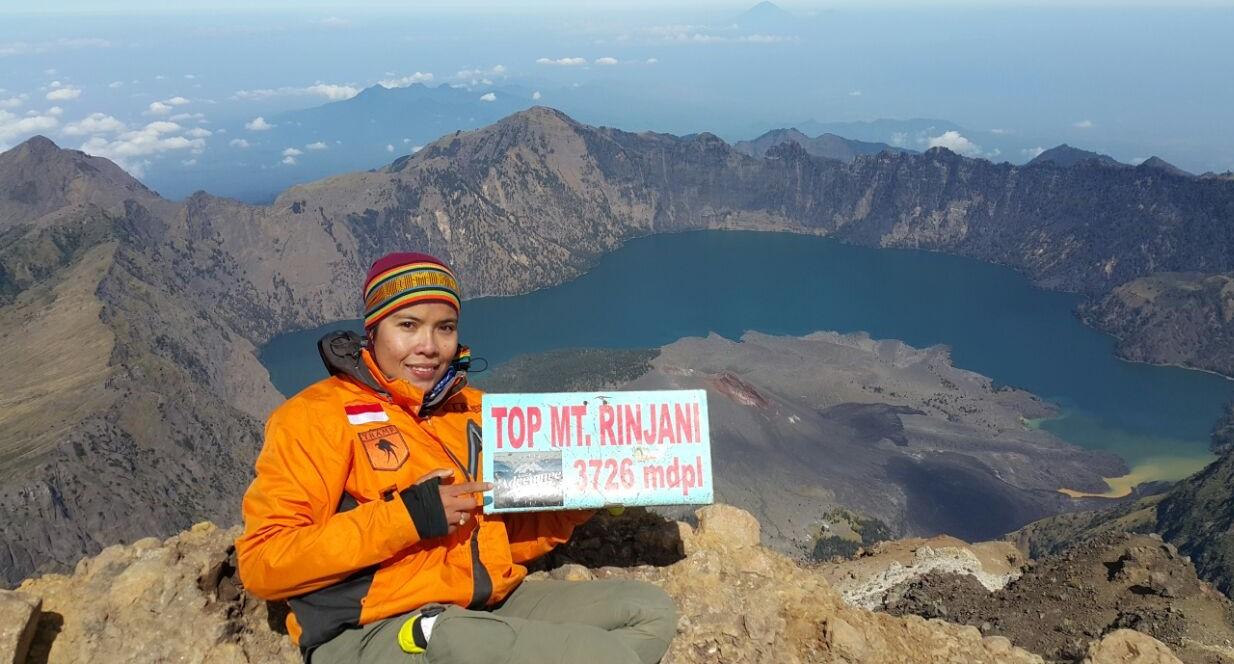 Srikadi pendaki gunung Indonesia, menjadi inspirasi para anak muda menjejak langkah serupa.