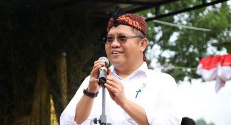 Di kawasan Panca Mandala Kabupaten Tasikmalaya yang baru saja diresmikan sebagai Desa Broadband Terpadu (DBT) oleh Menteri Kominfo bersama Menteri Desa dan Pembangunan Desa Tertinggal dan Transmigrasi (PDTT) Eko Putro Sandjojo di halaman Kantor Desa Mandalamekar, Tasikmalaya, Jawa Barat/ Kominfo