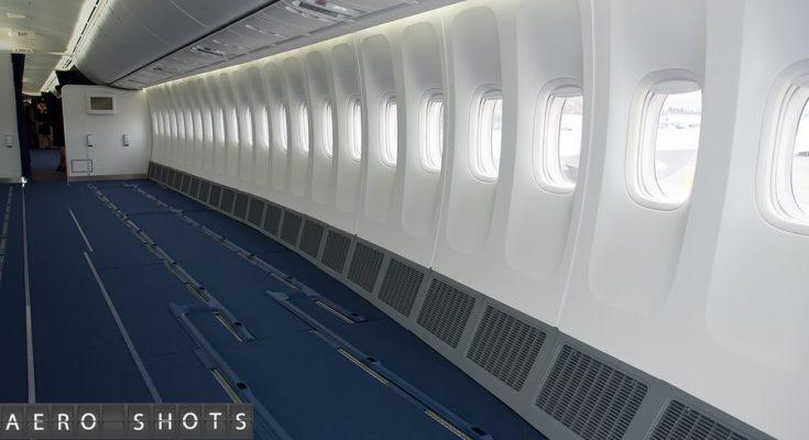 VivaColombia sedang mempertimbangkan untuk menyingkirkan semua kursi dari pesawatnya dan membuat penumpang berdiri selama perjalanan terbang bersama mereka. Makanan, bagasi, boarding pass dan sekarang kursi akan dikenakan biaya ekstra.
