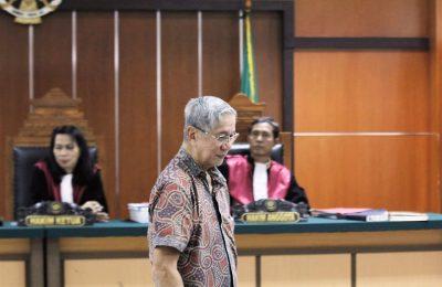 Terdakwa kasus mafia tanah Mantan presiden direktur Jakarta Royale Golf Club, Muldjono Tedjokusumo menjalani sidang. (foto:ist)