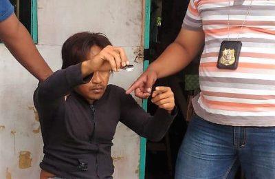 Trsangka saat diamankan tim Satreskoba Polres Lumjang. (foto:ist)