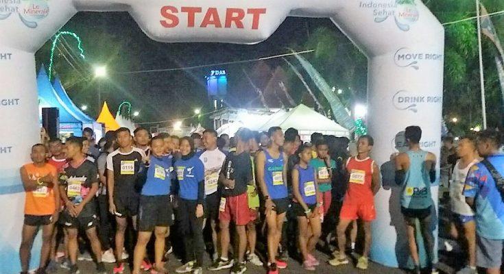 Ratusan pelari dari sejumlah daerah di Jawa Timur, mengikuti  ajang Funtastic Night Run Situbondo. (foto:fat)