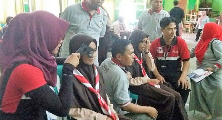 pelayanan kesehatan mata dan pemberian kacamata gratis kepada sebanyak 520 siswa SMP di Situbondo.(foto:fat)