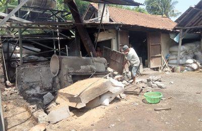 Suasana pabrik tahu milik korban yang meledak. (foto:fat)