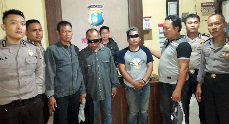 Dua pelaku jambret  diamankan polisi di Polres Situbondo. (foto:fat)