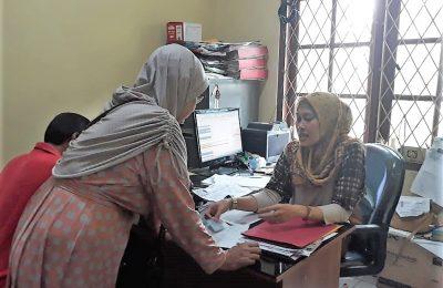 Layanan pencetakan Karta Tanda Penduduk elektronik atau e-KTP. (foto:ltf)