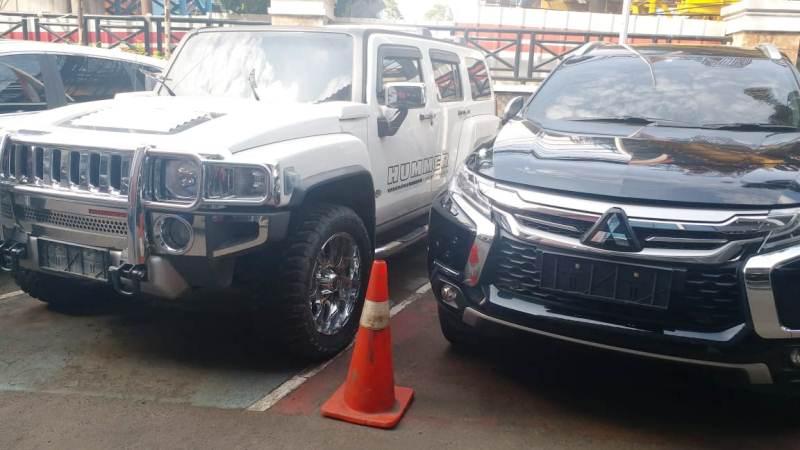Mobil mewah yang dijadikan barang bukti hasil pencucian uang. (Ist)