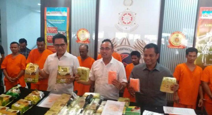 Bareskrim Polri mengamankan tersangka dan barang bukti narkoba jaringan internasional jalur Malaysia - Aceh - Medan. (Ist)