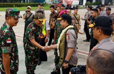 Kapolri Jenderal Tito Karnavian tiba di Bandara Internasional Supadio, Pontianak, dalam kunjungannya ke Polda Kalimantan Barat, Selasa (26/2/2019).