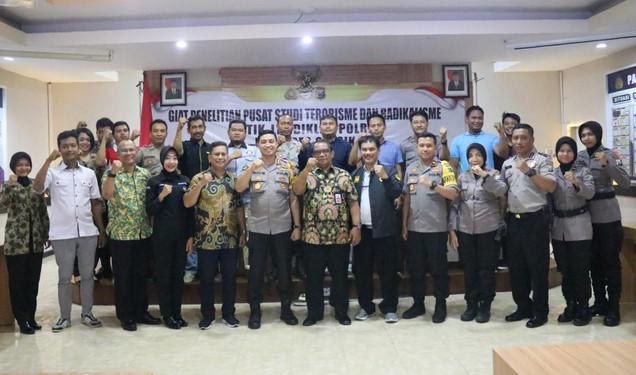 Kapolres Gresik AKBP Wahyu S Bintoro saat menerima kunjungan rombongan PTIK Polri. (Foto/didik hendri)