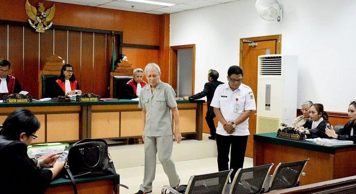 Dua saksi yakni pensiunan kantor IPEDA, Zainudin dan mantan Lurah Kedoya Selatan, Ahmad Mawardi saat memberikan keterangan dalam sidang lanjutan kasus mafia tanah di Pengadilan Negeri Jakarta Barat. (foto:ist)