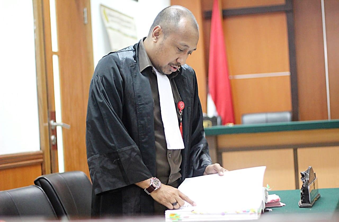 Jaksa penuntut umum JPU kejaksaan negeri jakarta barat, Okta, S. H, membacakan Berita acara pemeriksaan terhadap saksi ahli Menteri ATR/BPN dalam persidangan.