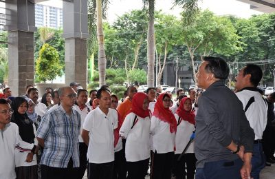 Bupati Sambari bersama Wabup Qosim saat mengumpulkan para pejabat di lingkungan Pemkab Gresik. (foto: dik)